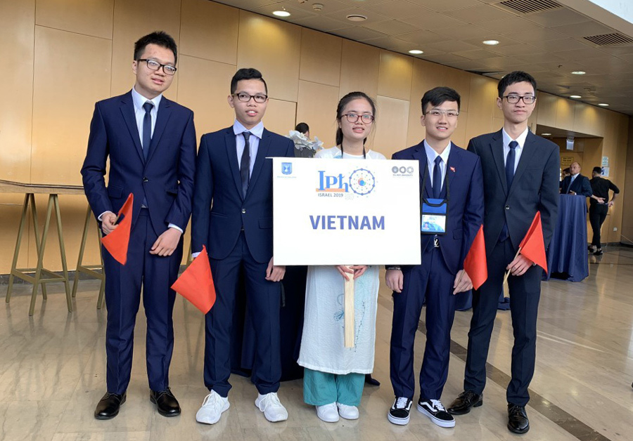 Nữ sinh Thanh Hoá vừa có HC Vàng, vừa đoạt giải đặc biệt Olympic Vật lý quốc tế