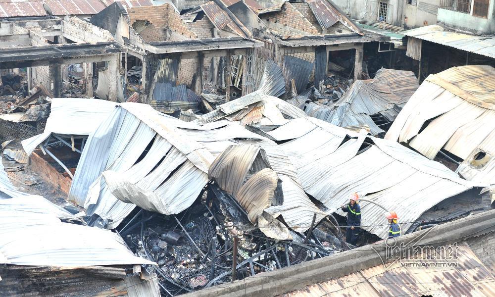 Hiện trường 45 ki ốt cháy thành tro, tiểu thương điêu đứng