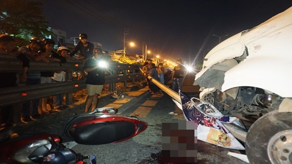 Xe container tông gia đình đi ăn cưới về, bé 4 tuổi tử vong ở Đà Nẵng