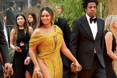 Beyoncé diện váy xẻ cao đến tận eo của Công Trí dự công chiếu 'Vua sư tử'