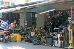 Chợ 'đồ zin' lớn nhất Sài Gòn thành nơi bán hàng Trung Quốc