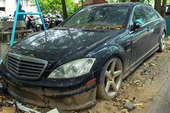 Mercedes-Benz S63 AMG tiền tỷ nằm phủ bụi ở Hà Nội