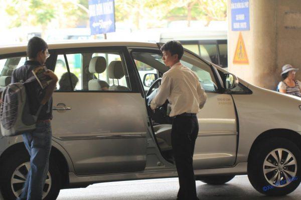 Lộ thông tin, khách đi máy bay lại bị taxi 'khủng bố' tin nhắn