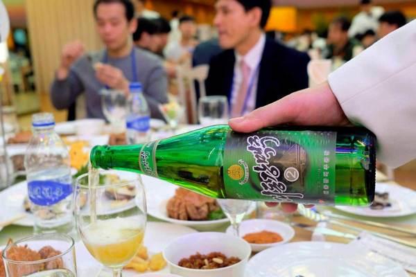 Chàng trai trẻ gặp rắc rối nghiêm trọng vì chai bia Triều Tiên