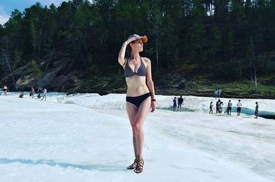 Nơi kỳ lạ nhất thế giới, tắm nắng trên sông băng
