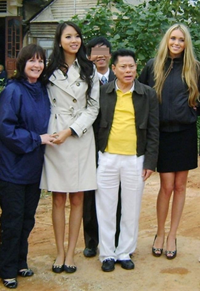 Không ngờ 'chân dài cũ của tỷ phú 72 tuổi Hoàng Kiều' lại sống thế này
