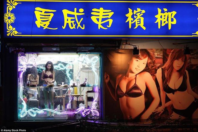 Cà phê bikini và những mô hình kinh doanh 'gợi cảm' gây tranh cãi