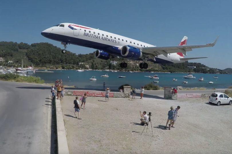 Máy bay,sân bay,British Airways,Hy Lạp,đường băng,động cơ,hạ cánh,cất cánh,tai nạn