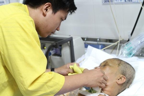 20 năm phụ hồ nuôi con, mẹ đơn thân bị tai nạn nguy kịch tính mạng