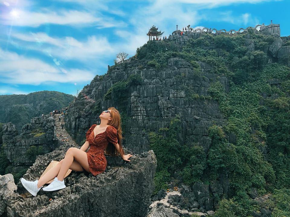 Bạn gái Quang Hải lại bị chê vì gu thời trang đi biển