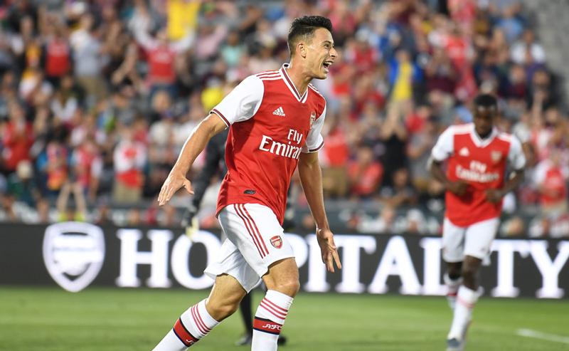 Tân binh chói sáng, Arsenal đại thắng 'ba sao'