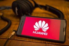 Doanh số điện thoại Huawei tăng mạnh dù bị Mỹ cấm vận