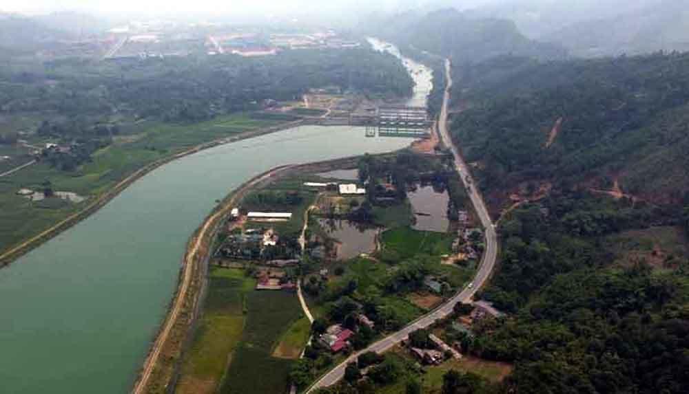 Dãy nhà 'nguy khốn' bên bờ sông ở Hà Giang, thủy điện dùng dằng xử lý