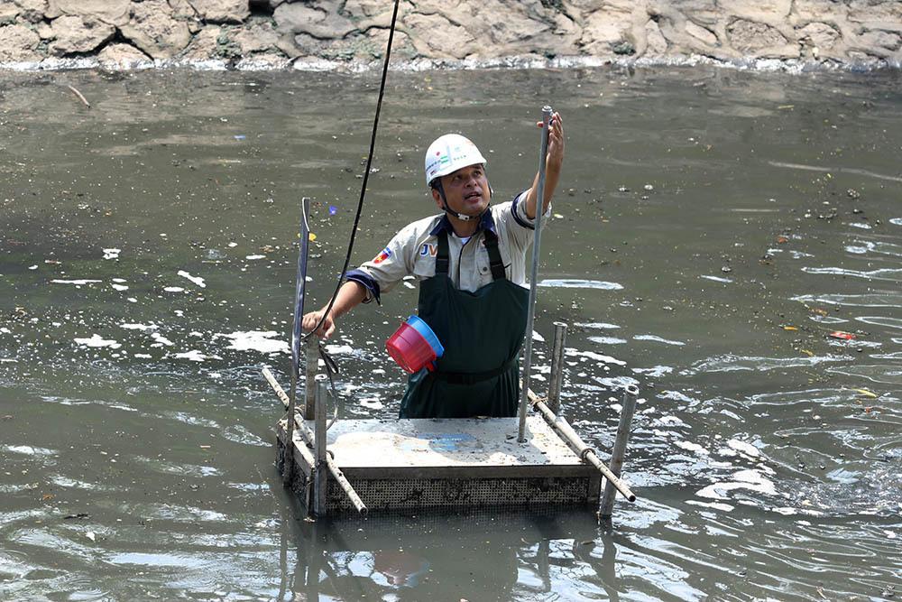 Triệu khối nước cuốn trôi, chuyên gia Nhật chờ sông Tô Lịch đen trở lại