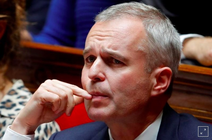 Bộ trưởng Pháp 'ngã ngựa' vì tiêu hoang