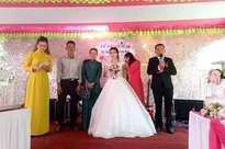 Bố mẹ của cô dâu trong đám cưới không chú rể ở Quảng Trị: 'Ai đến chung vui cũng lén lau nước mắt