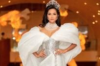 Bị nghi ngờ tự thêu dệt hoàn cảnh gia đình khó khăn, hoa hậu H'Hen Niê nói gì?
