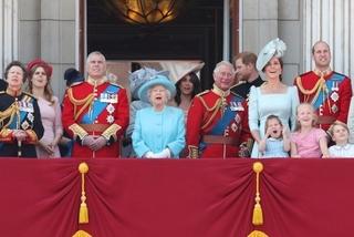 Thu nhập 'khủng' của Nữ hoàng Anh đến từ đâu?