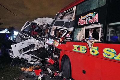 Xe khách đối đầu xe tải, 2 tài xế cùng tử nạn ở Bình Thuận