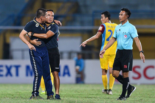 Hoang Anh Gia Lai clash,Ha Noi coach banned,sports news,Vietnam sports,vietnamnet bridge,english news,Vietnam news,vietnamnet news,Vietnam latest news,Vietnam breaking news,Vietnamese newspaper,Vietnamese newspaper articles,news vietnam