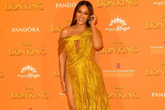 Beyoncé in Cong Tri's dress at Lion King premiere
