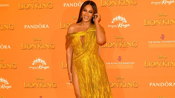 Beyoncé in Cong Tri's dress at Lion King premiere