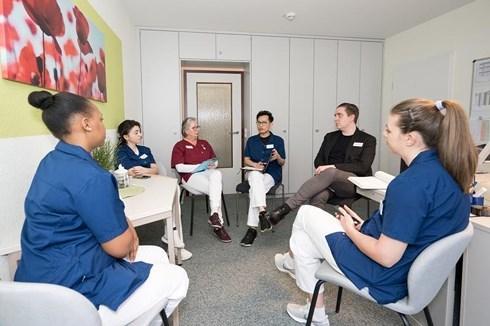 Cơ hội làm điều dưỡng viên tại Đức mức lương hơn nghìn Euro mỗi tháng