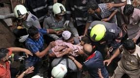 Hiện trường sập nhà thảm khốc ở Mumbai, hàng chục người thương vong