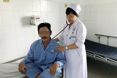 Đau ngực và ho hơn 1 tháng, người đàn ông không ngờ thủ phạm là hạt vú sữa