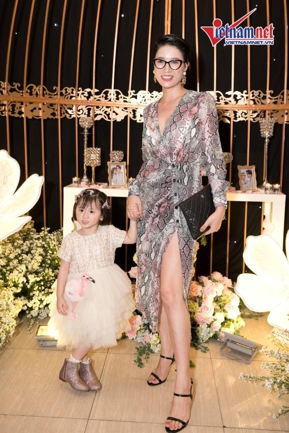 Quỳnh Anh, Ưng Hoàng Phúc dự tiệc cưới của Thu Thủy và chồng kém 10 tuổi