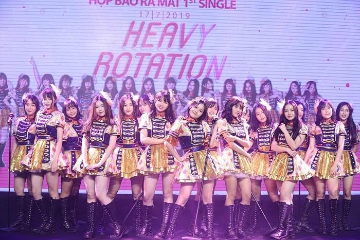 Nhóm nhạc nữ đông thành viên nhất Việt Nam ra mắt sản phẩm đầu tiên