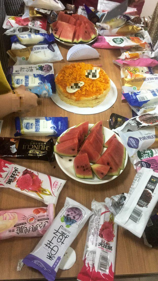 'Hoảng hốt' xem tiêu hủy chính loại kem Trung Quốc cả nhà vừa ăn