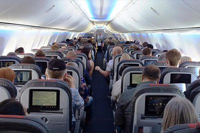 Vì sao khi đi máy bay bạn nên mang theo tiền mặt?