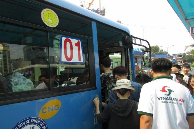 HCM City bus operators may face CNG supply cuts
