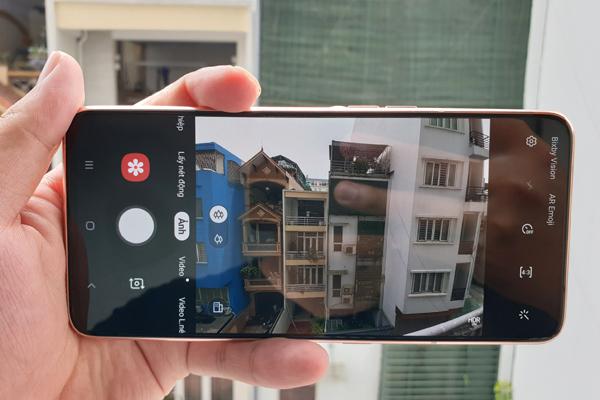 Mở hộp Galaxy A80: Điện thoại siêu độc với camera vừa xoay vừa trượt