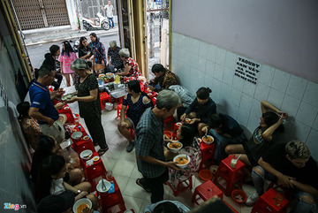Quán bánh canh bán trong một giờ, thu hơn chục triệu ở Sài Gòn