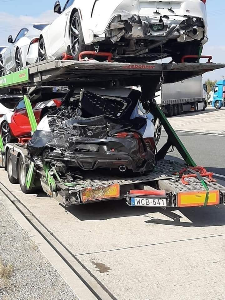 Toyota Supra 2020 bị tai nạn bẹp rúm trên đường đến phòng trưng bày