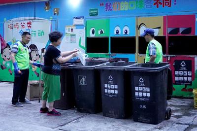 Người Trung Quốc cài app phân loại rác bằng AI vì sợ bị hạ điểm công dân