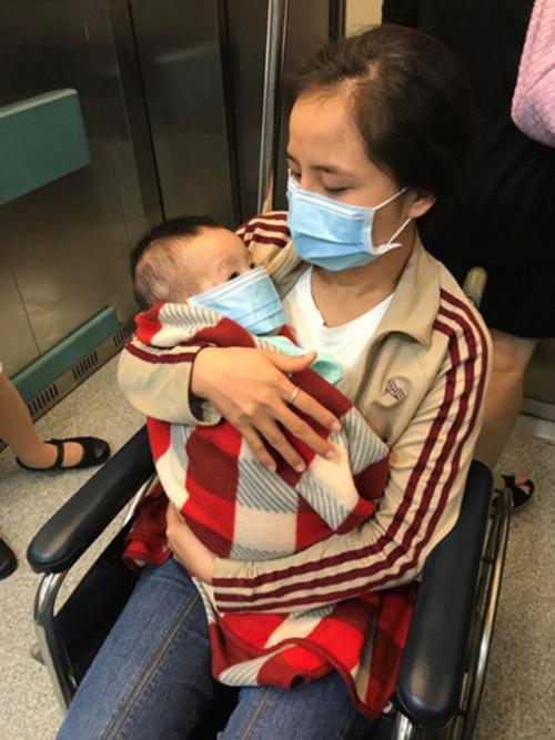 Gạt nước mắt, sao Việt và con kiên cường chống lại bệnh tật