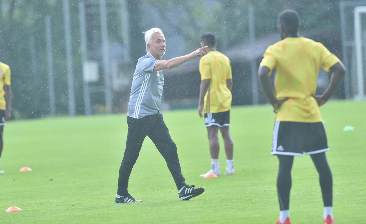 HLV trưởng UAE: 'Việt Nam chơi thứ bóng đá tuyệt vời'
