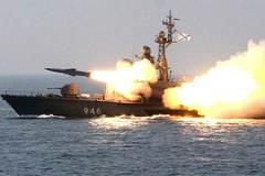 Xem tàu chiến Nga diệt mục tiêu bằng tên lửa siêu âm