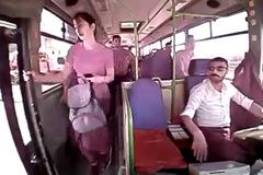 Xuống đường khi xe buýt đang chạy, cô gái mất mạng trong chớp mắt