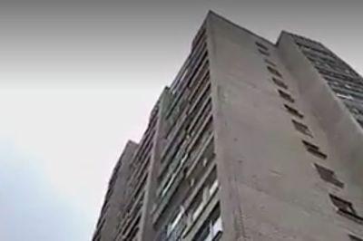Cặp đôi rơi từ tầng 9 xuống đất khi đang 'làm chuyện ấy'