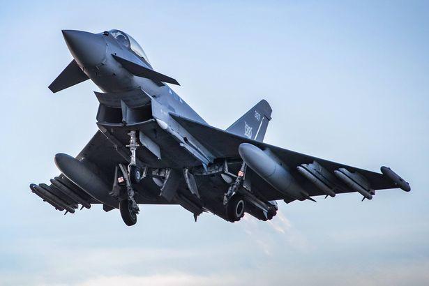 Anh,máy bay,hàng không,gây rối,nguy hiểm,không quân,quân đội,xử phạt,hành khách