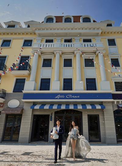 Á hậu Tú Anh khiến Shophouse Europe thêm lộng lẫy