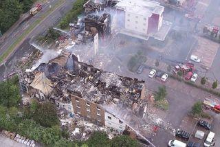 Khách sạn ở Anh cháy ngùn ngụt, dân tháo chạy