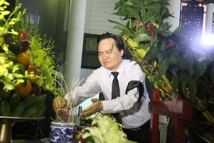 Hàng nghìn người đưa tiễn GS Hoàng Tụy