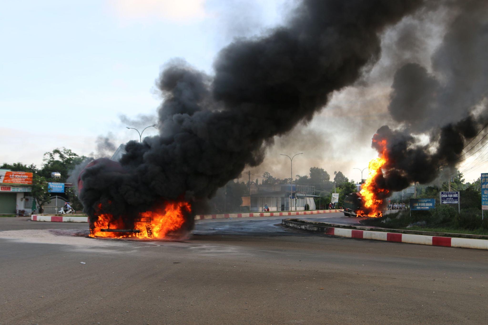 Xe ben và xe bồn tông nhau gây cháy lớn, tài xế cùng con trai tử vong