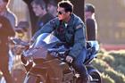 Tom Cruise lái máy bay, đua xe như xiếc ở tuổi U60