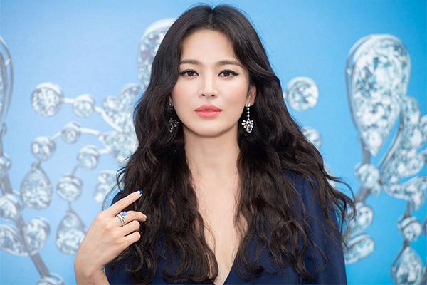 Giữa bão ly hôn với Song Joong Ki, Song Hye Kyo chờ 'định mệnh chỉ lối'